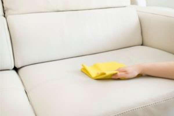 Чем вывести запах детской мочи с дивана и ковра