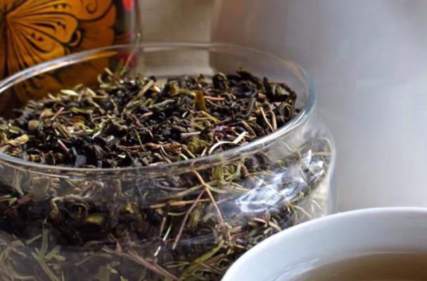 кружка чая с полезными свойствами плоская