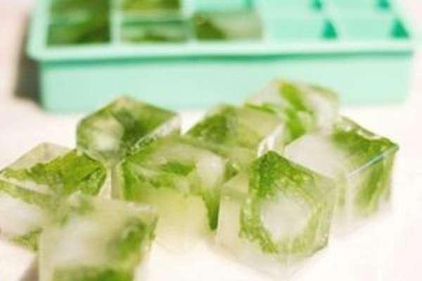 Полезно ли протирать лицо льдом, как приготовить его в домашних условиях
