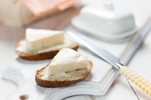 Полезен ли колбасный сыр