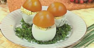 Чем полезно вареное яйцо и сколько в нем калорий