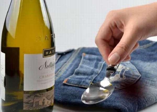 Как отстирать красное вино с белой ткани