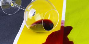Чем отстирать красное вино