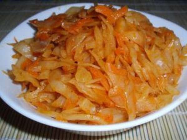 Чем полезна тушеная капуста и как вкусно ее приготовить