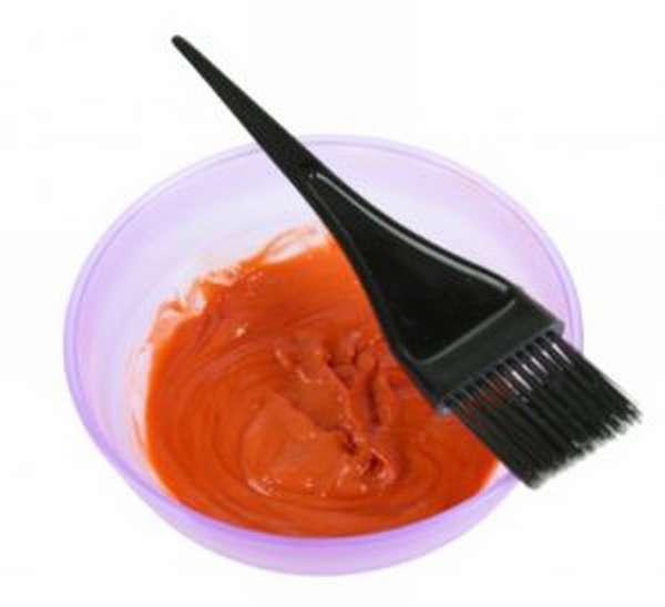 Чем отстирать краску для волос с одежды и мебели