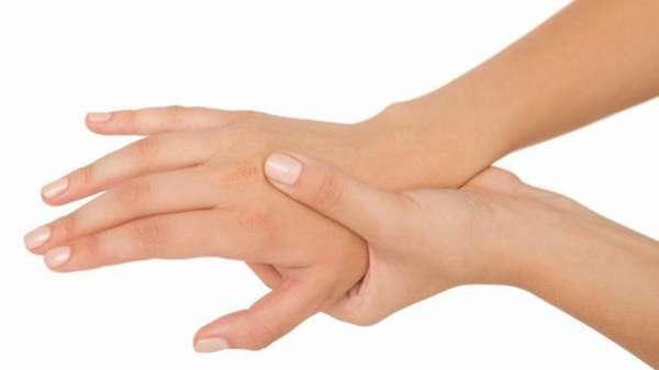Снимать повязку на ночь при сильном ушибе руки