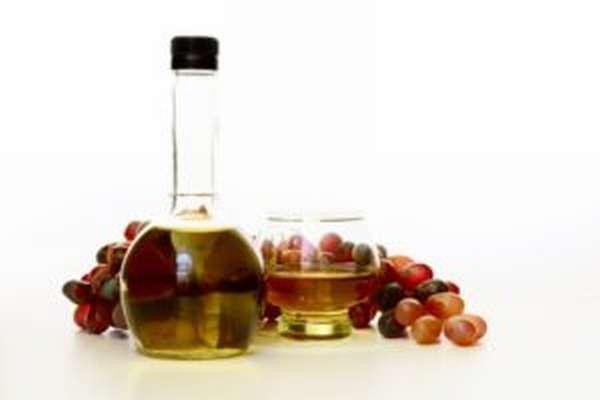 Чем полезен виноградный уксус, как его сделать, применение